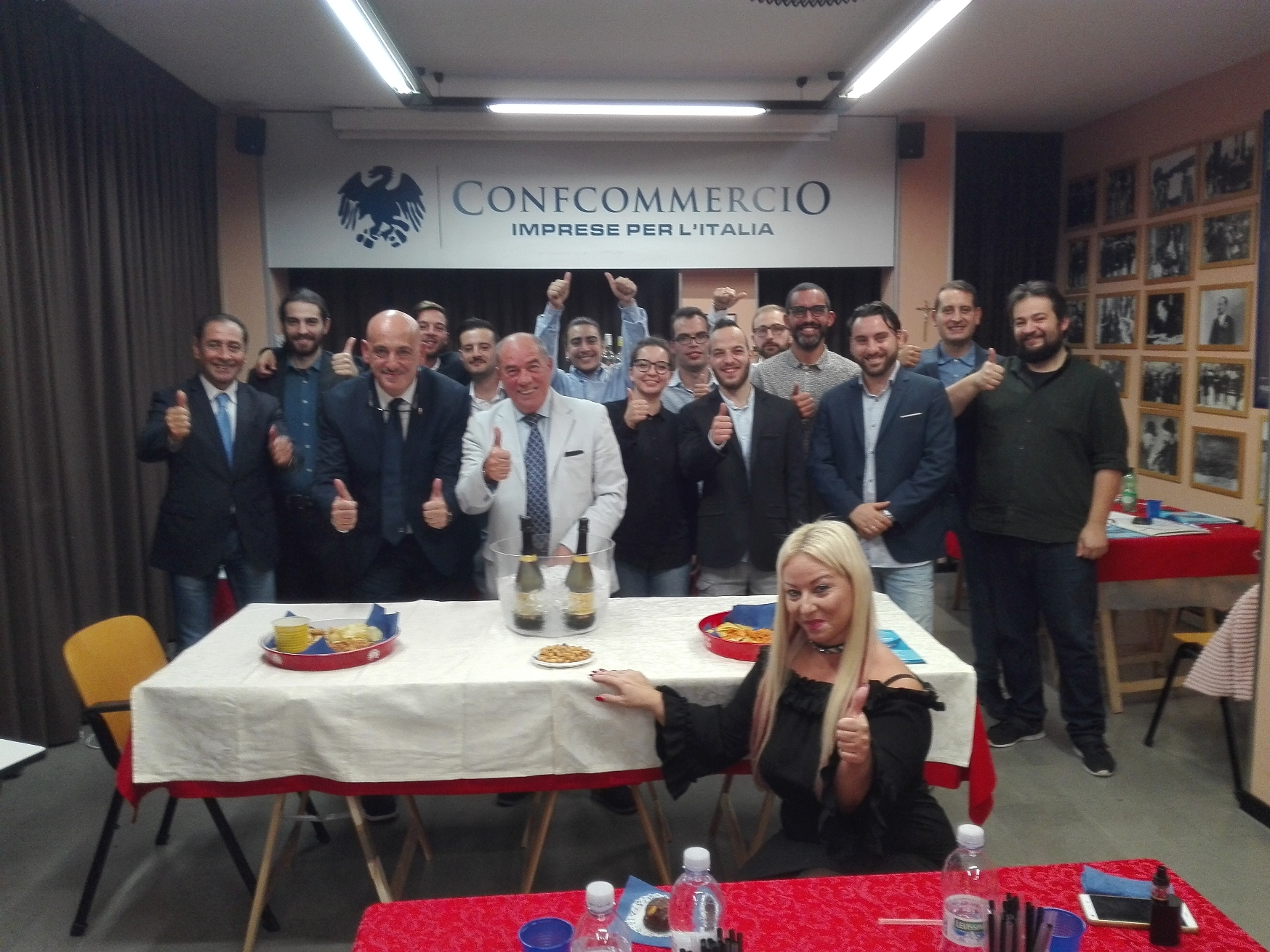 """CORSO PER BARMAN FIPE/CONFCOMMERCIO Si è conclusa venerdì 20 ottobre con la gara denominata  """"COCKTAIL COMPETITION""""  il corso di  formazione per barman."""